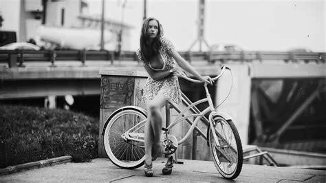 girl beauty cycling  classic black  white