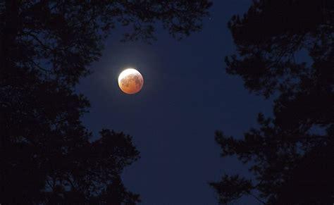 blood moon heres      occur space