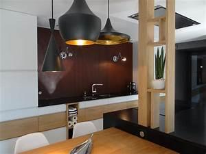 Cuisine design blanche et bois avec credence effet rouille for Idee deco cuisine avec cuisine contemporaine design