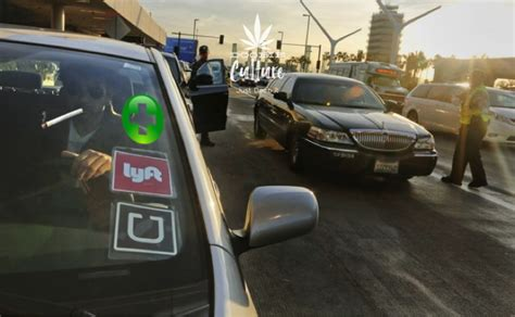 Uber And Lyft Drivers Are Ditching The Service To Deliver