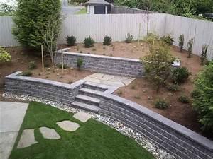 cinder block retaining wall with green grass outdoors With awesome jardin en pente amenagement 4 mur gabion dans le jardin moderne un joli element fonctionnel