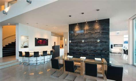 cuisine ouverte sur salon salle à manger magnifique résidence de luxe au bord d un lac au canada