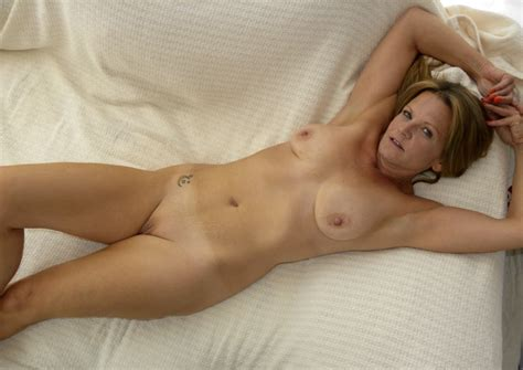 8yjn21349634240  In Gallery Hot american Milf Gilf Great Legs 4 Picture 2 Uploaded By