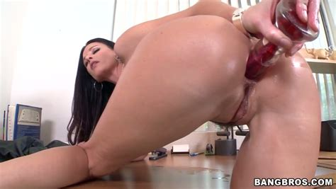Irresistible Brunette Pippin India Summer Gives Head After