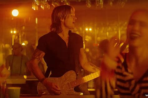 Keith Urban Throws Ultimate Party In 'never Comin' Down' Video