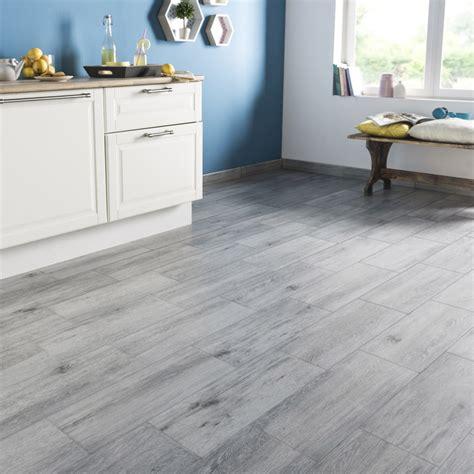 cuisine effet bois carrelage sol et mur gris effet bois acadie l 17 5 x l 50