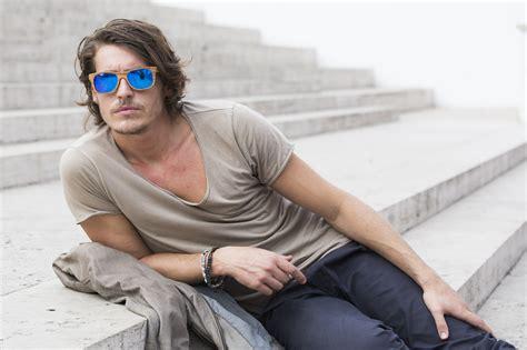 capelli lunghi uomo ecco  tagli  le idee alla moda