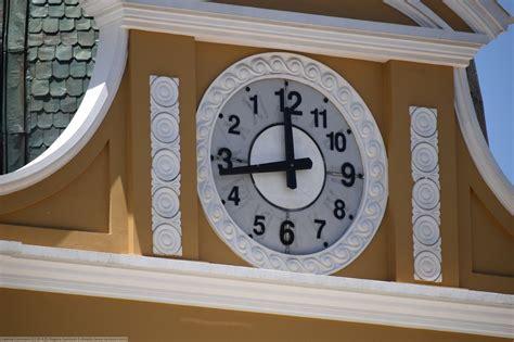 The Bolivian Clock That Runs Backwards