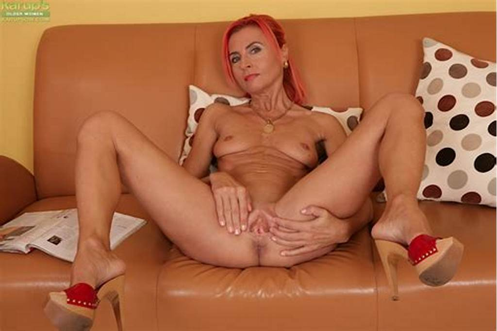 #Redhead #Beauty #Klarisa #Hot #Is #Stretching #Legs
