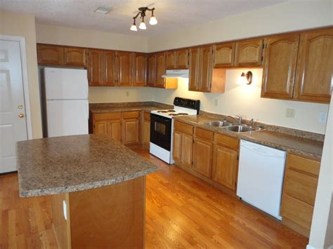 what color wood floor goes with oak cabinets what color hardwood floor with oak cabinets