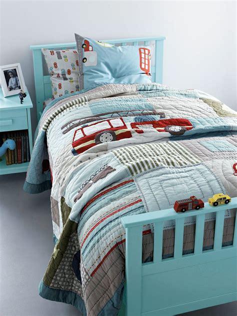 jete de lit enfant jet 233 de lit en boutis gar 231 on pompier chambre enfant d 233 co chambre enfants