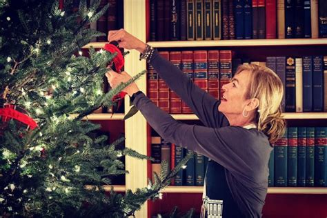 twitterati compares melania trumps red christmas trees