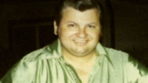 gacy wayne john killer serial clown biography young murder did many jr 1994 killers father murderer 1942 he murders brought
