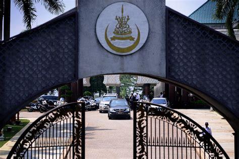 Surat akuan tidak bekerja via www.scribd.com. Sultan Selangor Crown Prince - Surat Mis