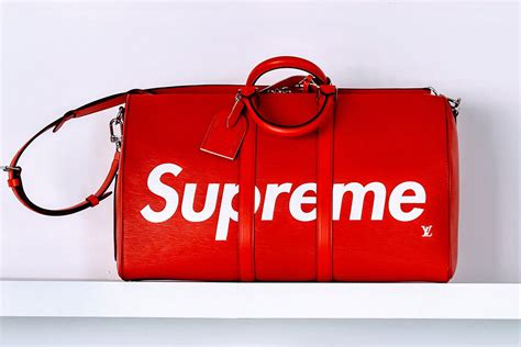 tas lv set monogram louis vuitton teams up with supreme for fall 2017 39 s