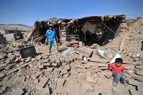 strong earthquake  southern peru leaves  dead scores