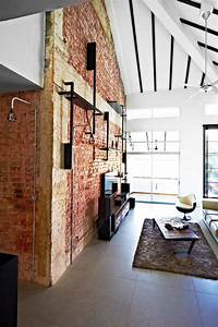 10 industrial style homes with exposed pipes and trunking for Home interior wall design 2