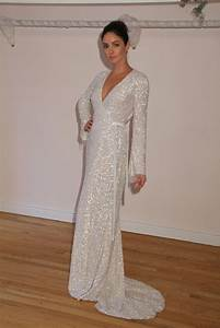 White gowns dressed up girl for Sequined wedding dress