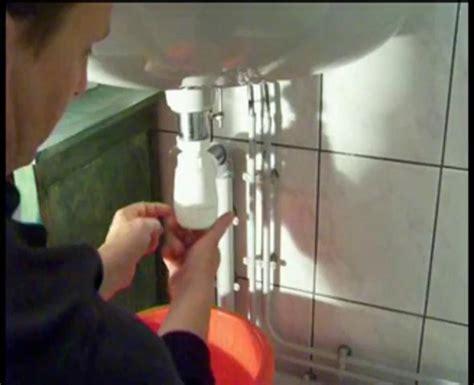 deboucher evier cuisine maison comment déboucher un évier plomberie pratiks