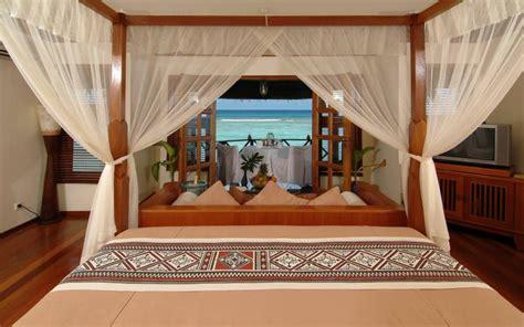 hd kanuhura resort maldives   water bungalow