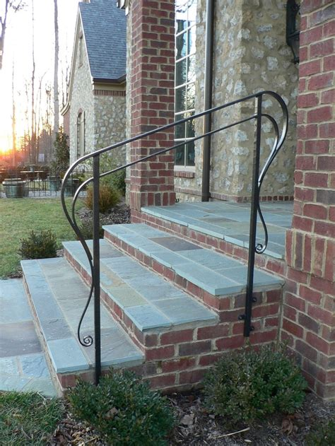 Outdoor Banister Railing by Best 25 Exterior Handrail Ideas On Industrial