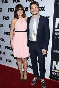 The gallery for --> Alexis Bledel And Vincent Kartheiser Beach