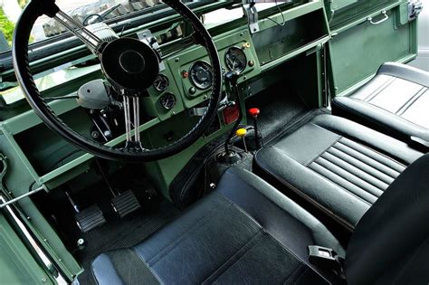 Groovy Interiors 1965 And 1974 Home Décor: Vintage Land Rovers
