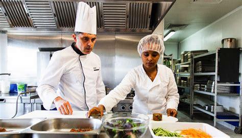 emploi chef cuisine marseille des chefs forment des femmes des quartiers au