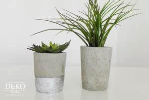 Beton Vase Selber Machen : diy blumen bert pfe aus beton selber machen deko kitchen ~ Markanthonyermac.com Haus und Dekorationen