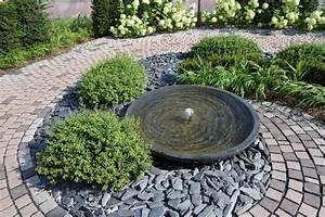 Brunnen Im Garten : brunnen im gestalteten garten holstein gartengestaltung ~ Sanjose-hotels-ca.com Haus und Dekorationen