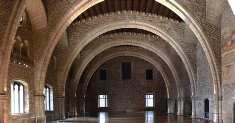 Las Piedras de Barcelona: El Palacio Real - El Tinell