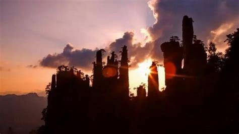 zhangjiajies beautiful sunrise sunset zhangjiajie