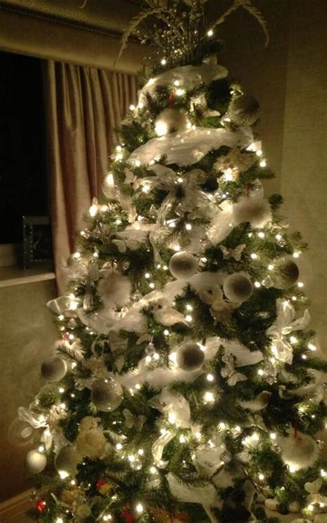 celebrities share  christmas tree  decoration