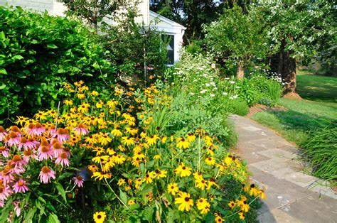 Garten Naturnah Gestalten by Garden Design In Chester County Naturescapes Landscaping