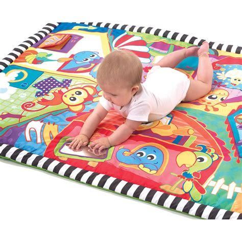grand tapis d eveil grand tapis mes joyeux amis de playgro tapis d 233 veil aubert