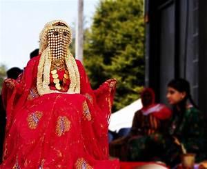 saudi girl dressed in traditional bride dress   greg ari ...