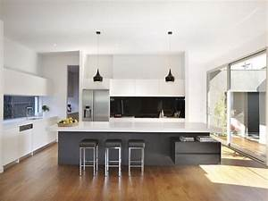 Pendant lighting island bench : Modern island kitchen design using floorboards