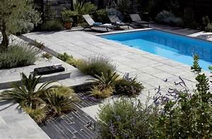autour de la piscine une plage pleine de charme With exceptional amenagement tour de piscine 3 amenagement de vos piscines margelles tour de piscine