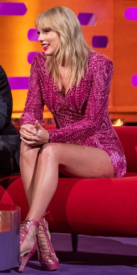 Taylor Swift | Taylor swift legs, Taylor swift hot, Taylor ...