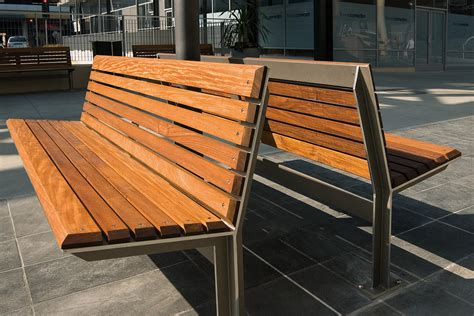 Knight Bench  Outdoor Forms+surfaces