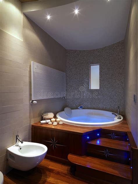 vasca da bagno grande grande vasca da bagno in stanza da bagno moderna