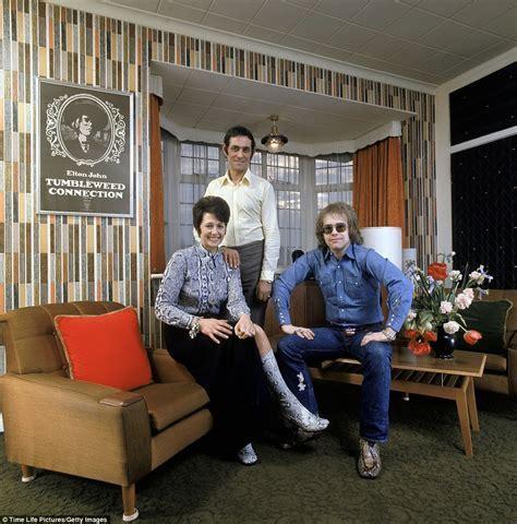 Elton John and Rod Stewart's homes among 1970's home decor
