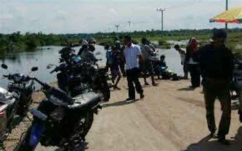 banjir luapan sungai katingan memutus sejumlah jalan desa