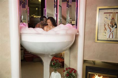poconos glass tub enjoy a chagne glass tub for 2 in the poconomtns