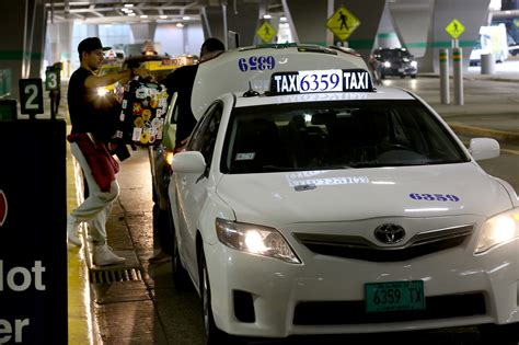 As Uber, Lyft Usages Rises, Taxi Complaints Fall