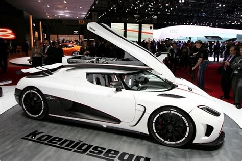 Watch the agera rs accelerate and decelerate quicker than a chiron. Koenigsegg Agera R - The super Swede is chasing the Bugatti Veyron - Geneva 2011 - Garage Car