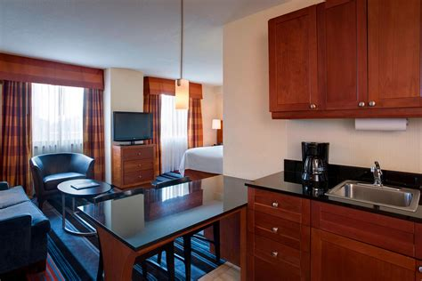 There are 173 two bedroom suites in new york. 2-Bedroom Hotel Suites NYC   Residence Inn New York ...