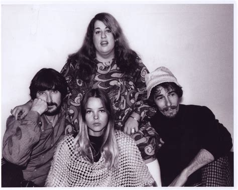 Theredtele℘honε Muse Michelle Phillips