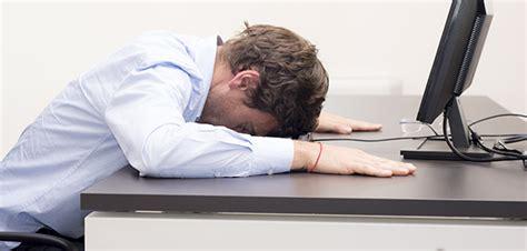 lutter contre le sommeil au bureau combattre le jet lag avec des méthodes naturelles
