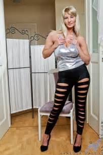 Vanessa Sweets Dispaly Her Fine Hooters Milf Fox